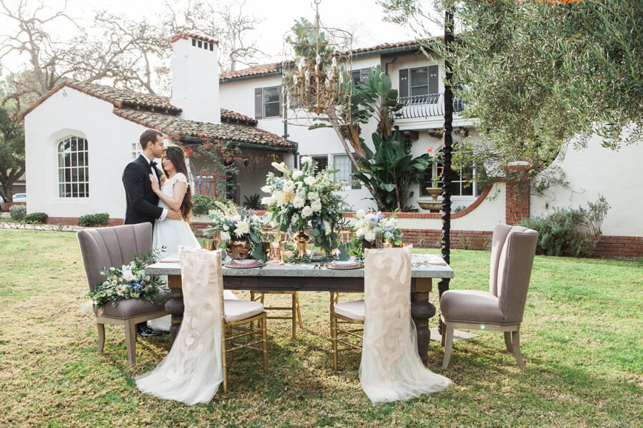 Table setting in the lawn of Quail-Ranch
